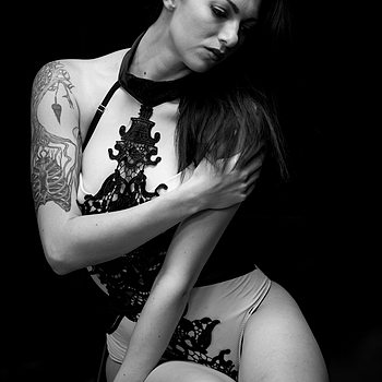 Inked and Beautiful | NIKON 135MM F/2.0D AF DC