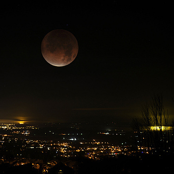 Lunar eclipse in Abbotsford | LENS MODEL NOT SET <br> Click image for more details, Click <b>X</b> on top right of image to close