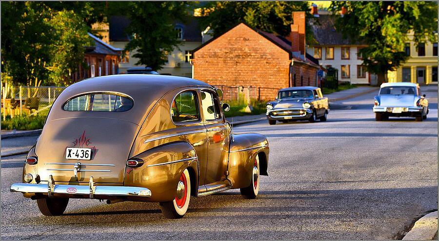 1946 FORD SEDAN (in front) | NIKKOR AF-S 70-200MM F/4G ED VR <br> Click image for more details, Click <b>X</b> on top right of image to close