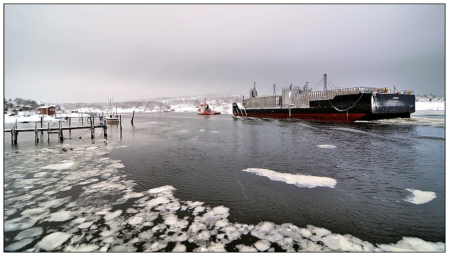Barge-tow in Sleet & Snow | NIKON 16-85MM F/3.5-5.6G ED AF-S VR DX <br> Click image for more details, Click <b>X</b> on top right of image to close