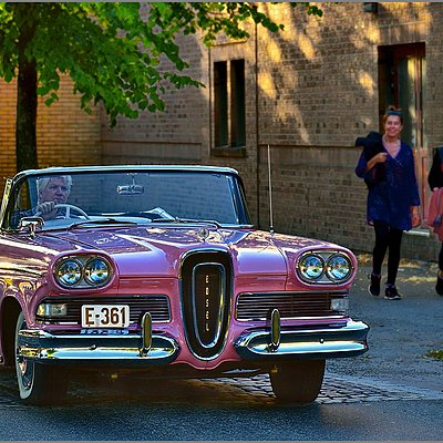 "Ford EDSEL - ""Babes-Magnet"" ...? 