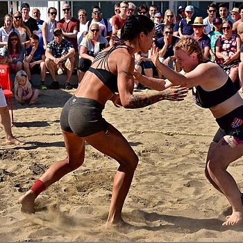 Beach Wrestling | NIKON 18-140MM F/3.5-5.6G VR