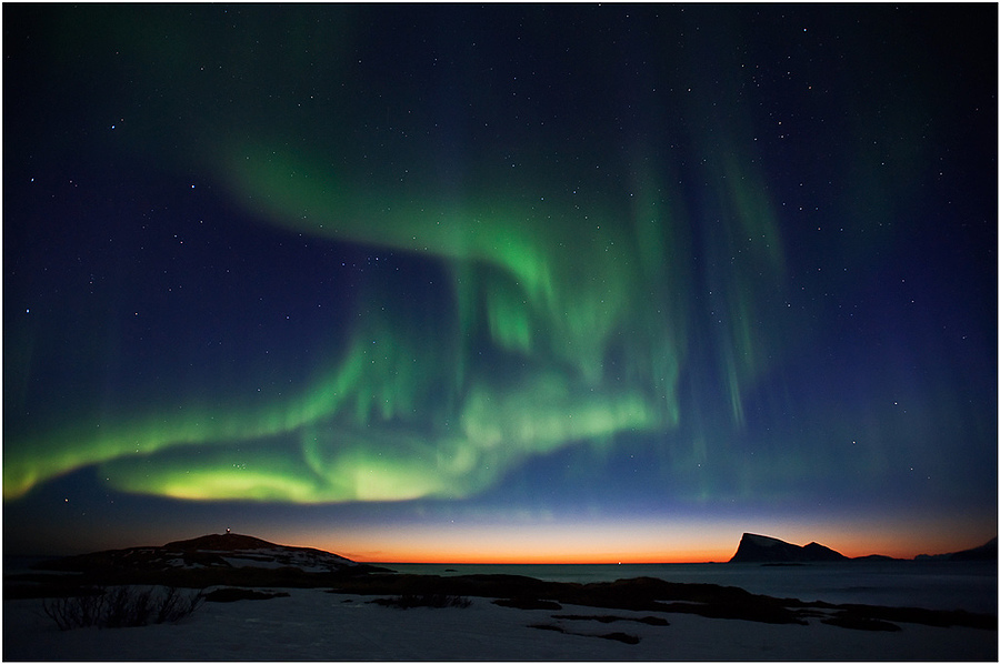 Aurora polaris | NIKON 17-35MM F/2.8 ED-IF AF-S <br> Click image for more details, Click <b>X</b> on top right of image to close