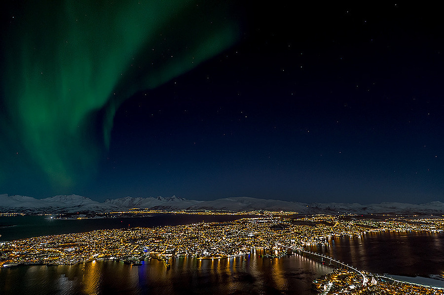 Northern Lights over Troms�¸ | NIKON 17-35MM F/2.8 ED-IF AF-S <br> Click image for more details, Click <b>X</b> on top right of image to close