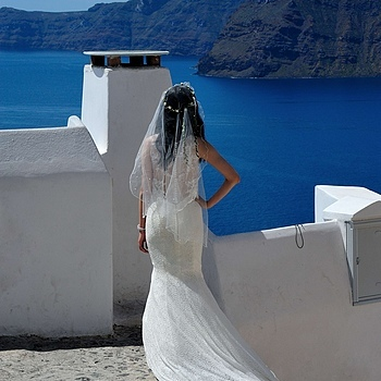 A bride in Oia | LENS MODEL NOT SET <br> Click image for more details, Click <b>X</b> on top right of image to close