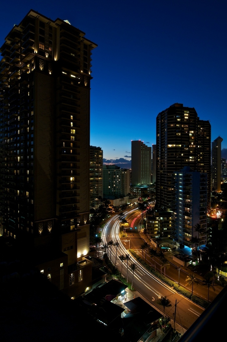 Ala Moana Blvd, Waikiki | NIKON 14-24MM F/2.8G ED AF-S N <br> Click image for more details, Click <b>X</b> on top right of image to close