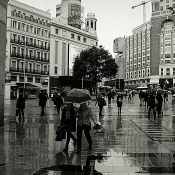 Rainig over Callao Sq. | TOKINA 12-24MM F4 <br> Click image for more details, Click <b>X</b> on top right of image to close