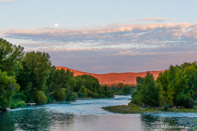 Gunnison sunrise | NIKON 18-200MM F/3.5-5.6G ED-IF AF-S VR DX <br> Click image for more details, Click <b>X</b> on top right of image to close