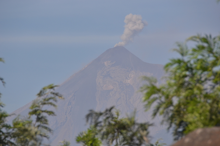 Volcán de Fuego - Guatemala | NIKON 18-200MM F/3.5-5.6G ED-IF AF-S VR DX <br> Click image for more details, Click <b>X</b> on top right of image to close