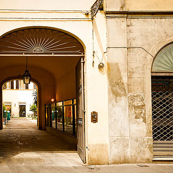 Florence, Shop with Courtyard | NIKON 16-35MM F/4G ED AF-S VR <br> Click image for more details, Click <b>X</b> on top right of image to close