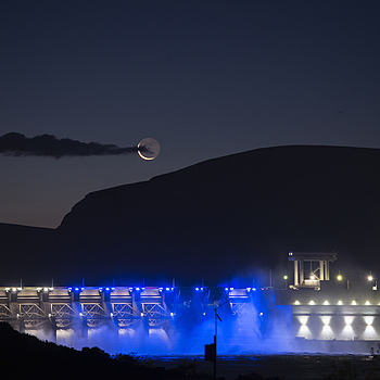 Moonrise over dam spillway | NIKON 70-200MM F/2.8G ED-IF AF-S VR <br> Click image for more details, Click <b>X</b> on top right of image to close