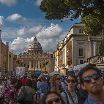 Vatican crowds | NIKON 28-300MM F/3.5-5.6G ED VR