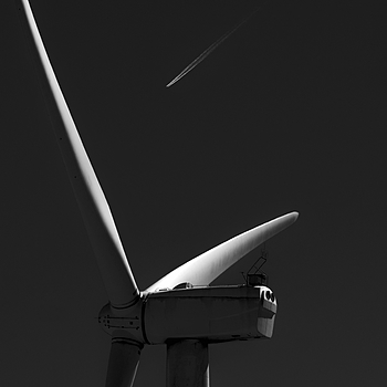 Wind turbine and jet | NIKON 70-200MM F/2.8G ED-IF AF-S VR