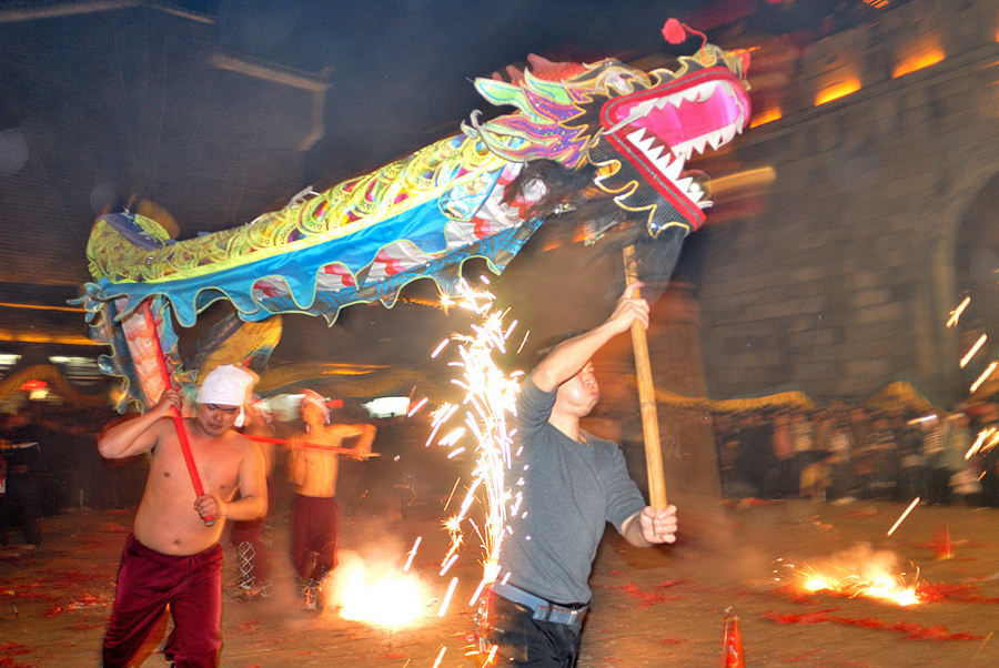 Chinese new year - play dragon | NIKON 20MM F/2.8D AF <br> Click image for more details, Click <b>X</b> on top right of image to close