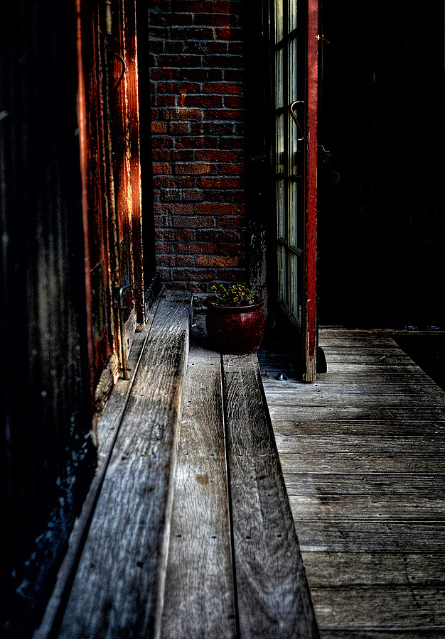 Cornered in SLO | NIKON 35MM F/2.0D AF <br> Click image for more details, Click <b>X</b> on top right of image to close