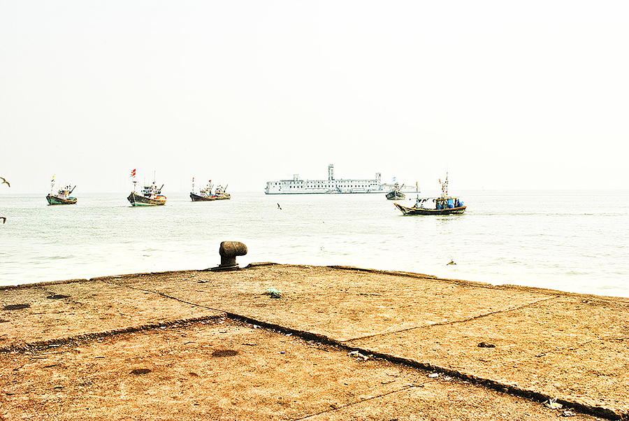 Mumbai Harbor | LENS MODEL NOT SET <br> Click image for more details, Click <b>X</b> on top right of image to close