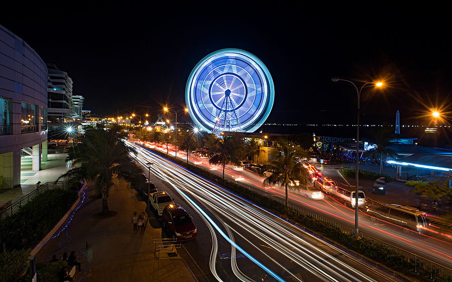 Manila Big Wheel | NIKON 20MM F/2.8 <br> Click image for more details, Click <b>X</b> on top right of image to close