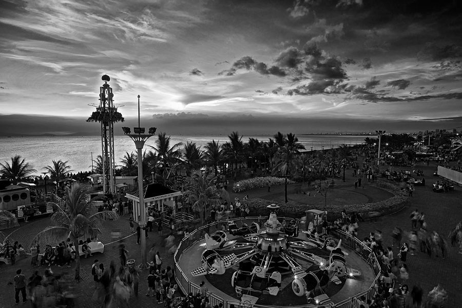 The Mall of Asia Amusement Park in Manila | NIKON 20MM F/2.8 <br> Click image for more details, Click <b>X</b> on top right of image to close