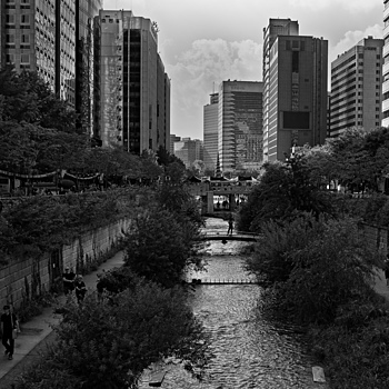 Cheonggyecheon Stream Early Autumn | NIKON 18-35MM F/3.5-4.5D ED-IF AF <br> Click image for more details, Click <b>X</b> on top right of image to close