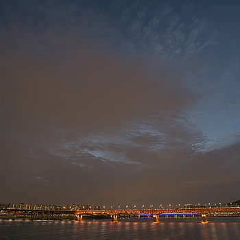 An Hour of Blue With Seoul Tower & Han River | NIKON 20MM F/2.8
